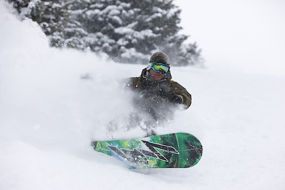 splitboarding in powder