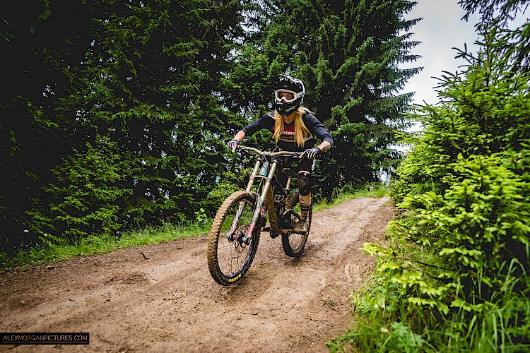 Dirty Girls ride Morzine