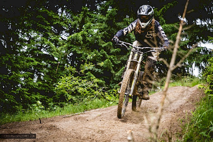 Dirty Girls ride in Morzine Meet up