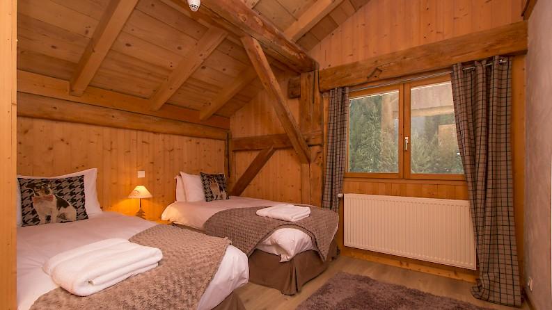 Twin room in Mountain Mavericks Ski Chalet, Morzine